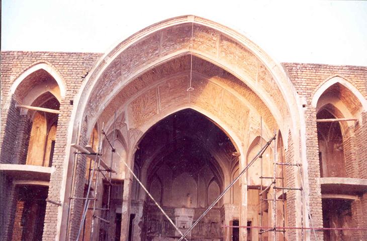 طاق ساختمان اصلی حیاط ابراهیم خلیلخان